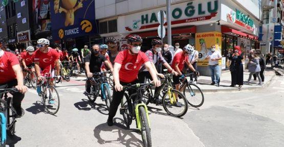 19 Mayıs Bisiklet Turu'nda 1000 kişi aynı anda pedal çevirdi