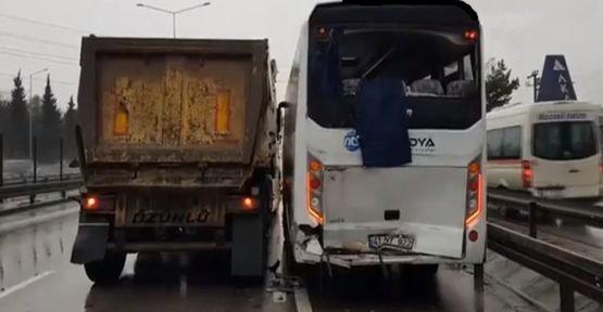 5 aracın karıştığı zincirleme trafik kazasında 8 yaralı