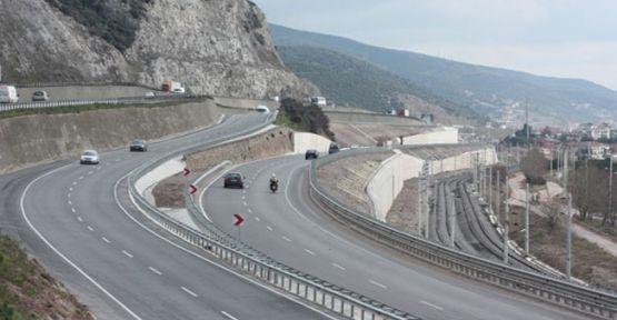 Araç İstinat Duvarına Çarptı: 1 ölü