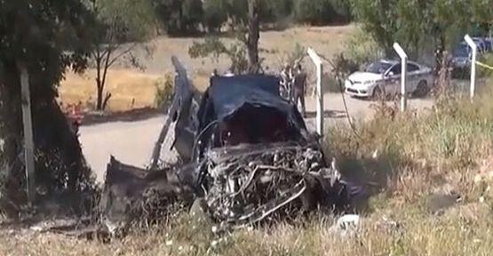 Araç şarampole devrildi:1 ölü 2 yaralı