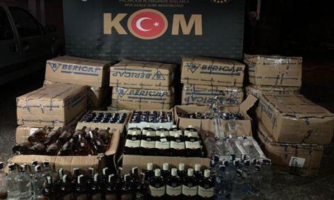 Araçtan yüzlerce şişe kaçak içki çıktı