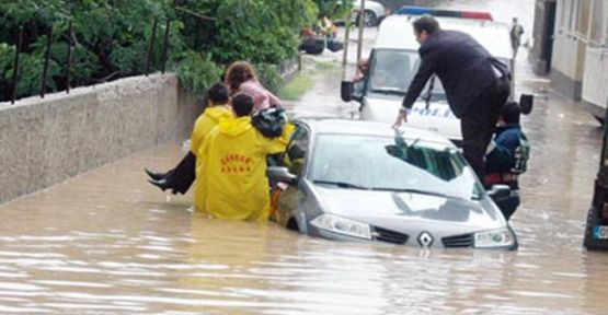 Aşırı Yağış Su Baskınları ve Boğulmaya Neden Oldu