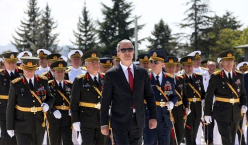 Bakan Akar ve Komutanlar Devlet Mezarlığını Ziyaret Etti