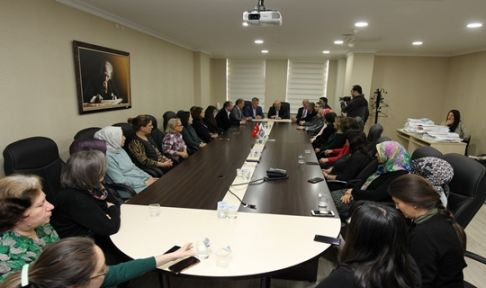 Başkan Büyükgöz personelin kadınlar gününü kutladı