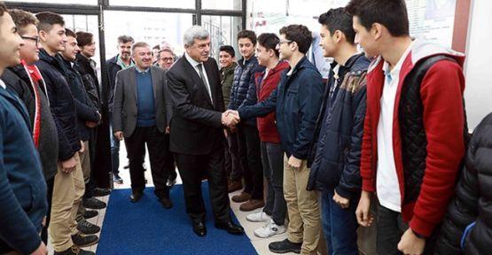 """Başkan Karaosmanoğlu, """"Bugünün gençleri yarının dinamik güçleri olacak"""""""