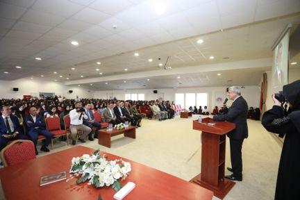 Başkan Karaosmanoğlu, ''Dünyayı sizler aydınlatacaksınız''