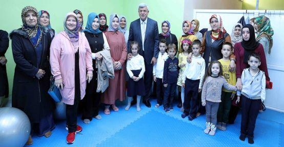 """Başkan Karaosmanoğlu,""""Anneye hizmet millete hizmettir"""""""