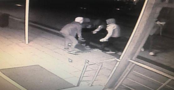 Caminin yardım paralarını çalan hırsızlar yakalandı!