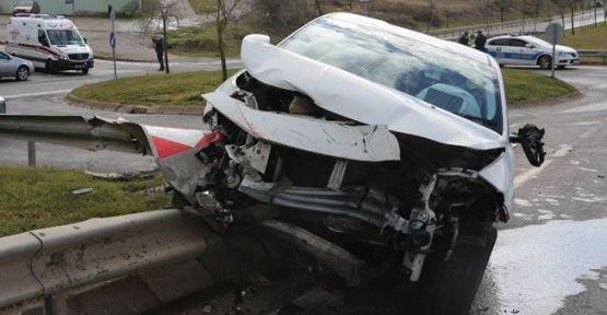 Çarpışan iki araçta  1'i bebek, 1'i çocuk 3 kişi yaralandı!