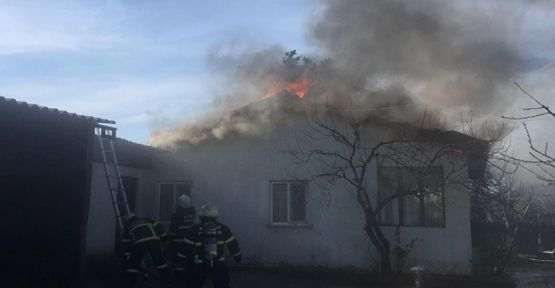 Darıca'da Bir Evin çatısı yandı