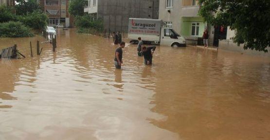 Dilovası'nı aşırı yağış vurdu!Sele kapılanlar oldu