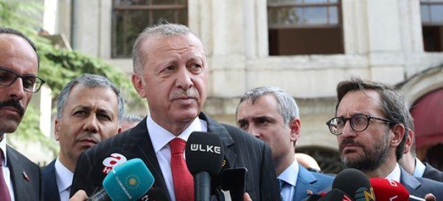 Erdoğan, cuma namazı çıkışında gazetecilerin sorularını yanıtladı