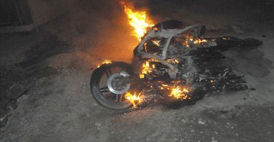 Evinin önünden Motorunu çalıp yaktılar!