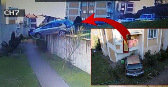 Freni patlayan otomobil, apartman girişine uçtu