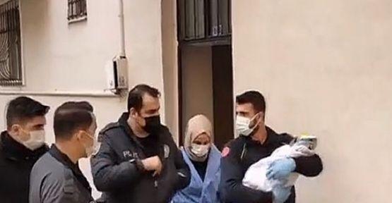 Gebze'de apartman önüne bırakılmış erkek bebek bulundu