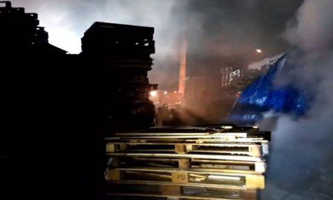 Gebze'de bulunan tahta palet deposu yandı