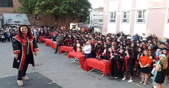 Gebze'de Dillere Destan Mezuniyet Töreni