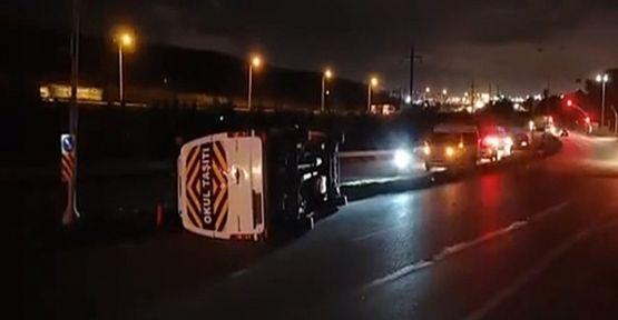 Gebze'de servis aracı devrildi : 6 yaralı