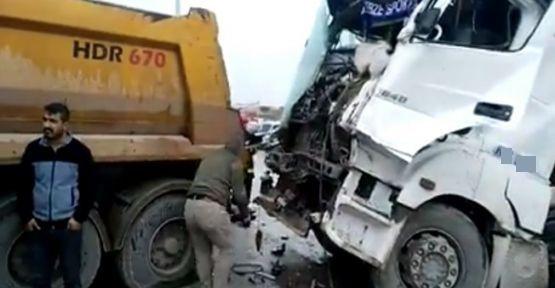 Hafriyat kamyonları kaza yaptı:  2 YARALI