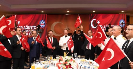 Hülya Aksoy'dan Zafer Bayramı Resepsiyonu