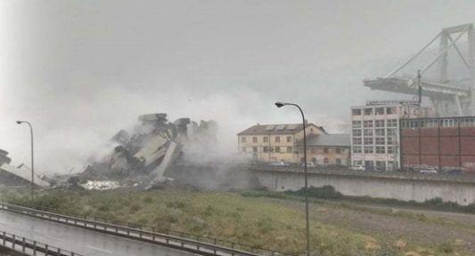 İtalya'da Köprü Araçlarla Beraber Çöktü Çok Sayıda Ölü Var!