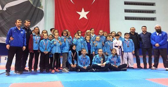 Kağıtspor'lu Karateciler Başarıya Doymuyor