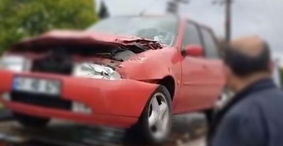 Kamyonun çarptığı otomobil tırın altına girdi;3 yaralı