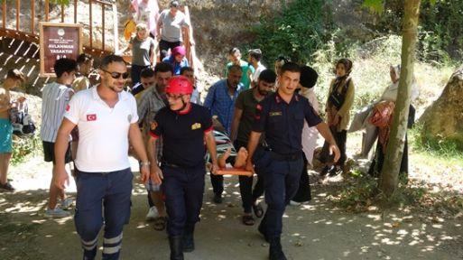 Kanyondaki kayalıklardan düşen çocuk yaralandı
