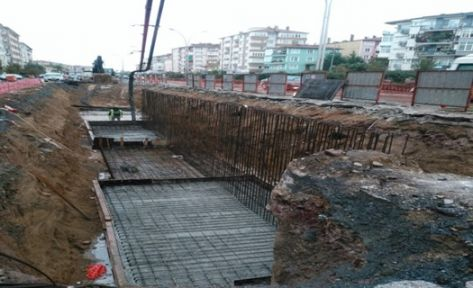Karamürsel Köprülü Kavşağı'na 545 kazık çakıldı