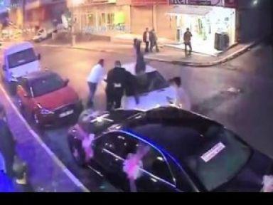 Kavga etti otomobiliyle 4 kişiyi ezdi