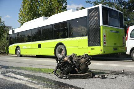 Kaza yapan aracın motoru yola fırladı 1 kişi öldü