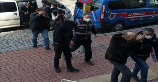 Kocaeli'de 3 ayrı yeri soyan hırsızlar yakalandı!