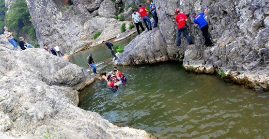 Kocaeli'de kanyonda kayalıklardan düşerek yaralanan kadın kurtarıldı