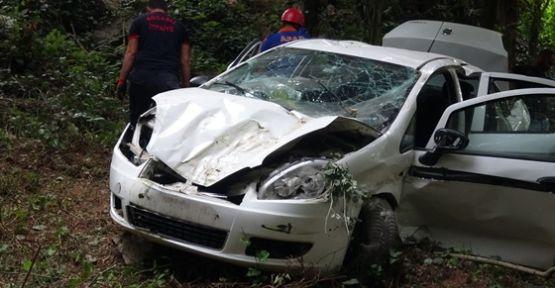 Kocaeli'de otomobil ağaçlık alana devrildi: 1 ölü, 4 yaralı