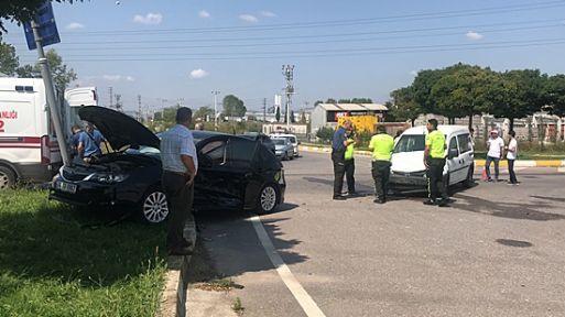 Kocaeli'de otomobille hafif ticari araç çarpıştı: 4 yaralı