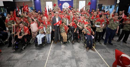 Kocaeli'nde 120 engelli gence askerlik kınası yakıldı