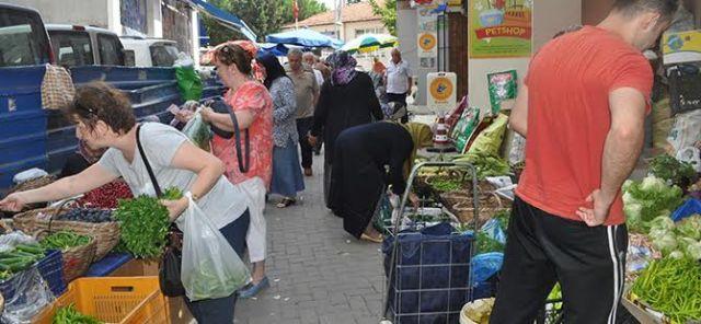 Köy pazarı ilgi görüyor