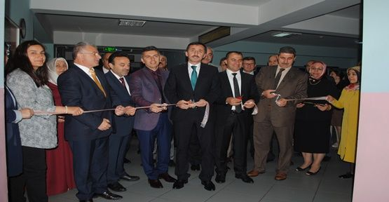 Kroman Çelik İlkokulunda Sergi Açıldı