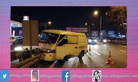 Minibüs bariyerlere çarptı:1 yaralı