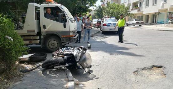 Motosiklet ile Otomobil kafa kafaya çarpıştı
