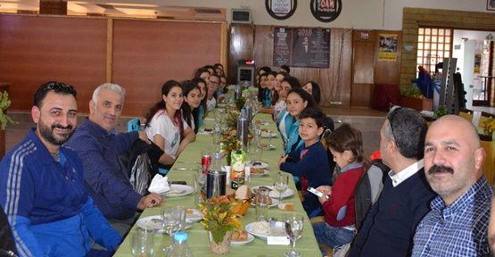 Mustafapaşa'dan Voleybolculara Moral Yemeği  !