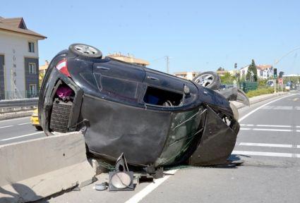 Nikah töreninden dönen çift kazada yaralandı