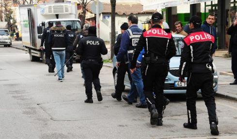 Okullar ve Çevreleri denetlemelerinde aranan 11 kişi yakalandı