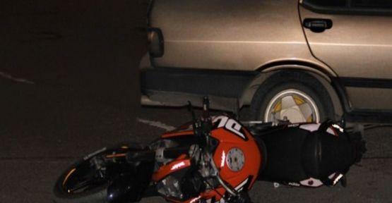 Otomobil ile çarpışan motosikletteki 2 şahıs yaralandı!