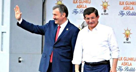 Özdağ, Davutoğlu'nun partisine geçecek vekilleri açıkladı