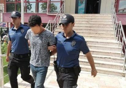Polis'lerin üzerine bıçakla yürüyen zanlı adliyeye sevk edildi