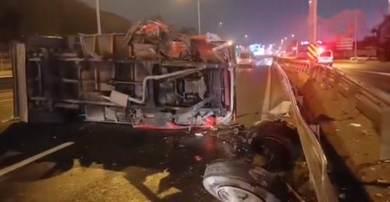 Sebze yüklü kamyonet devrildi;1 Yaralı