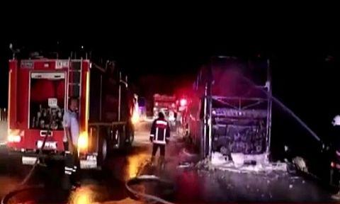 Seyir halindeki bir yolcu otobüsü daha yandı !
