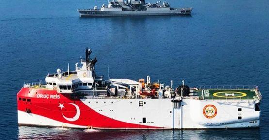 Tacizde bulunan Yunan gemisi hasar aldı!