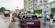 Karamürsel'de kamyonla otomobil çarpıştı:...